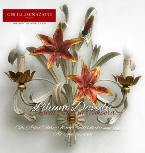 Applique Lilium Grandi Gigli in tempera bianca anticata. Lilium Davidii, applique a 2 luci in ferro battuto.