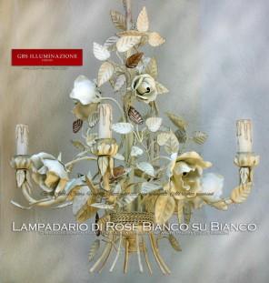 Lampadario Bianco di Rose Fiorite. Bianco su Bianco