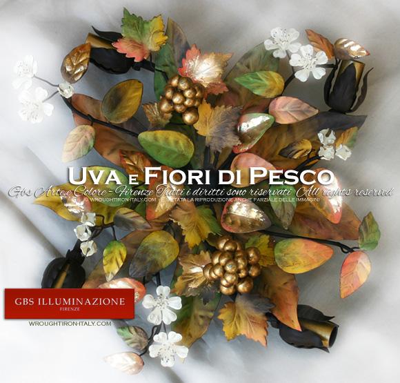 Plafoniera a 4 luci Uva e Fiori di Pesco in ferro battuto decorato a mano. Tempera e oro.