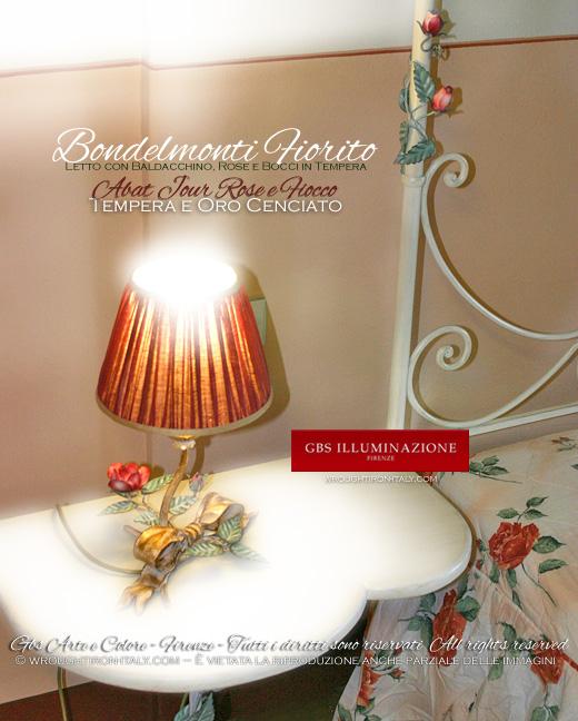 Lumetto bedside romantico con fiocco e rose in tempera e oro cenciato. Per comodino. Letto con baldacchino