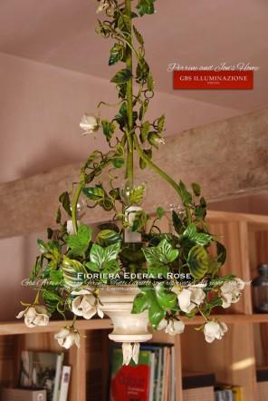 Sospensione Fioriera con rose bianche, lampadario a 3 luci