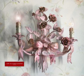 Illuminazione per Cameretta Romantica. Applique a due luci con fiocco e nastri, rose e bocci, colore rosa, tempera patinata e smalto invecchiato.