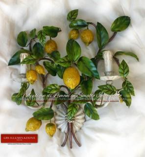 Collezione Country, Applique in ferro battuto decorato a mano. Colore bianco, smalto invecchiato. Due Luci.