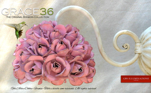 Wall Sconce Grace36 36 roses with pink petals in glazed tempera. Wall sconce arm in antique white enamel. Wrought iron, single-light. Design: Gianni Cresci