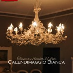 Lampadario in ferro battuto Calendimaggio Selvatica tempera bianco sporco patinato e smalto bianco lucido.