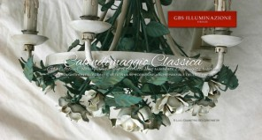 Rose bianche, Lampadario in ferro battuto bianco avorio