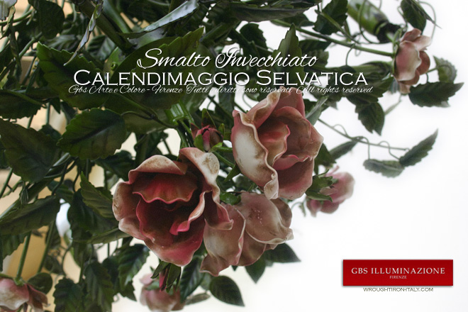 Calendimaggio Chandelier: the central bouquet consists of three large and three small rose flowering rose buds. Made in Florence.