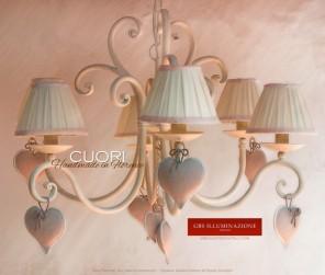 Lampadario Cuori a 5 luci in ferro battuto, forgiato e imbutito, interamente decorato a mano.