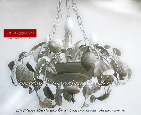 Lampadario con Limoni Bianchi a tre luci. In ferro battuto per la cucina e l'arredamento country, il patio, la veranda, il giardino d'inverno.