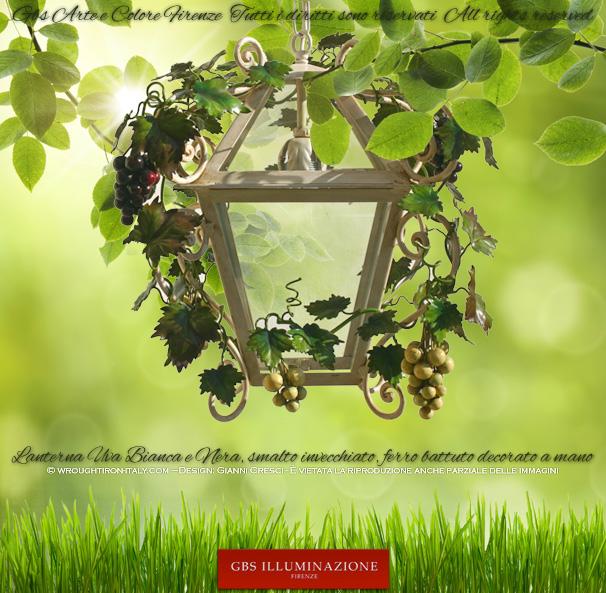 Lanterna in ferro battuto con Uva e Viticci. Grappoli d'Uva Bianca e Nera, struttura della lanterna di colore bianco anticato, disponibile per lampione e con braccio per parete.