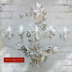 Total White, Lampadario Bianco in tempera bianca anticata, rose bianche decapate. Lampadari in ferro battuto e decorato a mano.