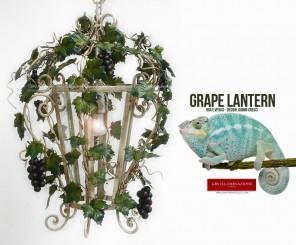 Lanterna bianca con Uva e Viticci, esagonale, qui nella versione più slanciata. Lampadario per cucine e sala da pranzo. Lampada in ferro battuto di GBS Firenze.