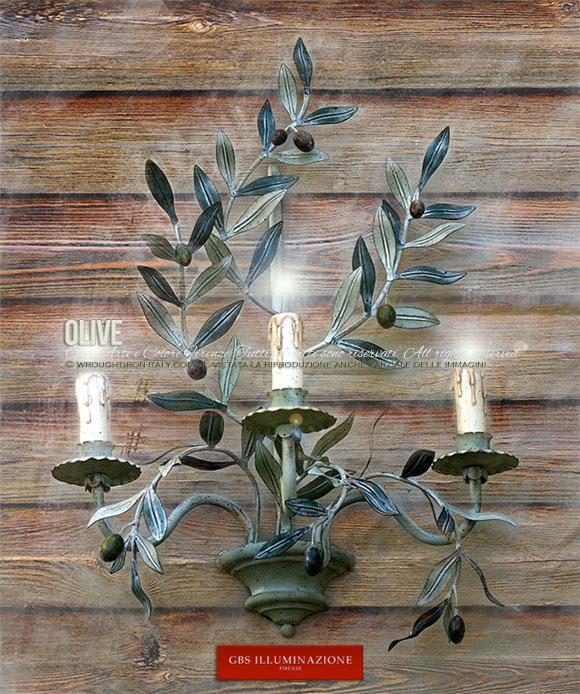Applique Olive originale GBS, in tempera muffata e smalto, ferro battuto e decorato a mano, a tre luci.