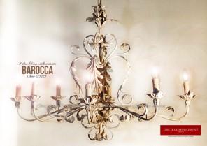 Barocca a otto luci, lampadario in ferro battuto bianco, finitura tempera bianca patinata, foglie d'acanto. Di forma ovale cm.65x95