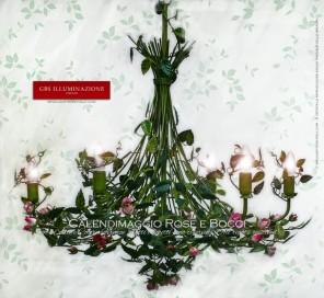 Collezione romantica di GBS, Lampadario in ferro battuto e decorato a mano, Calendimaggio Selvatica in Smalto invecchiato, Rose e Bocci di rosa. MADE IN ITALY