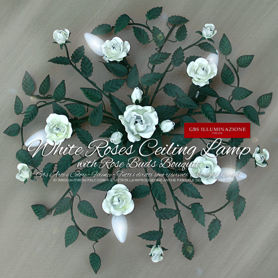 Ceiling lamp in wrought iron, 5 lights, with small central bouquet of single blossomed rose and three buds, white roses, green leaves, glossy paint.
