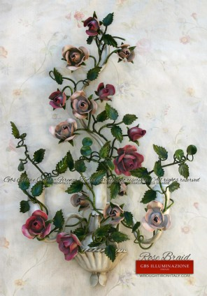 Rose Braid, Sconce in wrought iron, aged enamel, with three lights. White patina, light red roses and fuchsia rose.