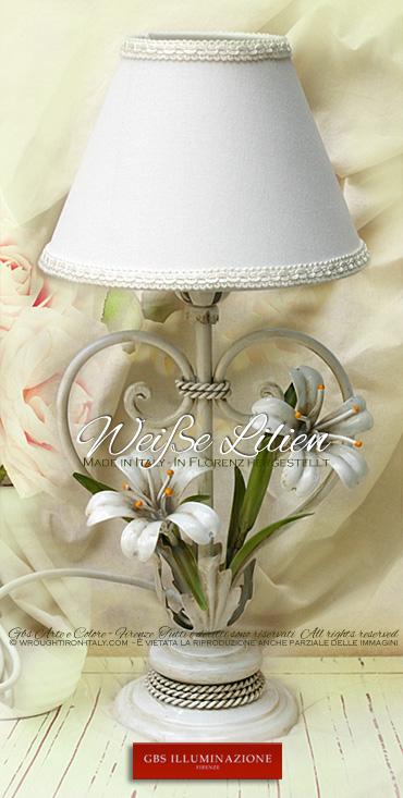 Nachttischlampe, kleine Nachttischleuchte aus Schmiedeeisen mit weißen Lilien und antikweiß lackiert.