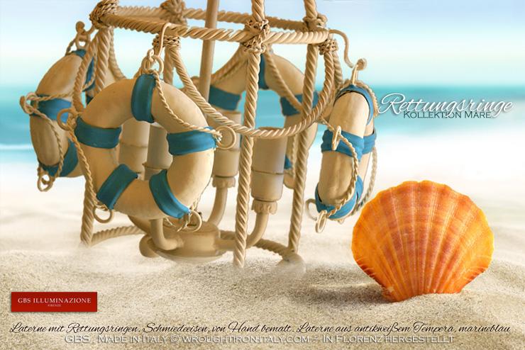 Laterne mit Rettungsringen. Schmiedeeisen, von Hand bemalt. Laterne aus antikweißem Tempera, marineblau.