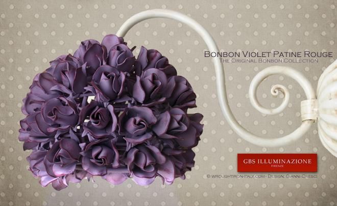 Applique avec Roses 1 Lumière, Collection Bonbon Petites Roses, finition à la détrempe vieillie, couleur violette Patine Rouge.