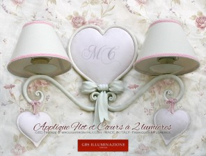 Applique Flot et Cœurs à 2 lumières pour la chambre à coucher des enfants et des adolescents. Shabby Chic Romantique.
