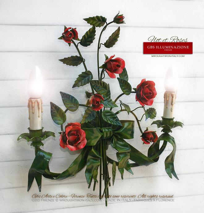 Applique en fer forgé, en émail vieilli avec ruban et flot, roses rouges émaillé patiné, de couleur verte.