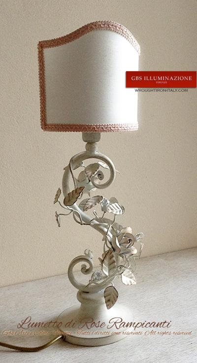 Lampada da comodino in tempera patinata, crema e rosa cipria. Con swarovski. Camera da letto romantica.