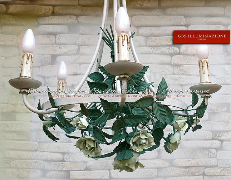 Lampadario Rose Bianche e foglie verdi. Calendimaggio Classica di GBS. Design di Gianni Cresci