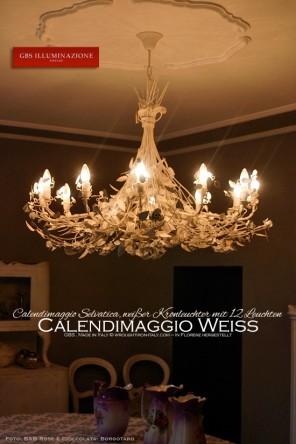 Calendimaggio Selvatica, weißer Kronleuchter mit Rosen