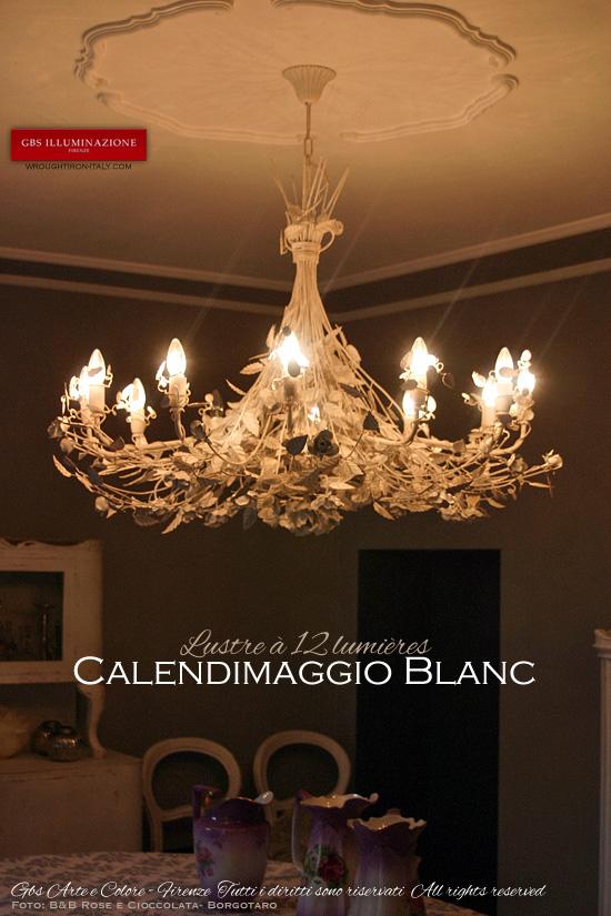 Lustre avec Roses, Calendimaggio Blanc. Lustre Blanc à 12 lumières - B&B Rose e Cioccolata Borgotaro
