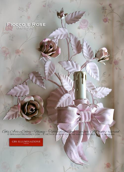 Fiocco rosa rose rosa applique ad una luce gbs illuminazione ferro battuto wrought iron - Applique da camera da letto ...