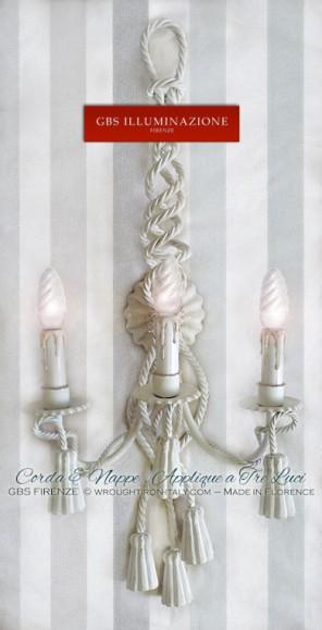 Corda e Nappe. Applique a tre luci in ferro battuto. Bianco patinato