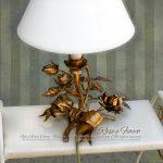 Comodino, camera romantica. Fiocco e Rose. Lumetto bedside romantico in Oro foglia.