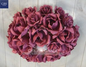 Grace Plafoniera. Rose in ferro battuto e decorato a mano. Design di Gianni Cresci. Made in Italy