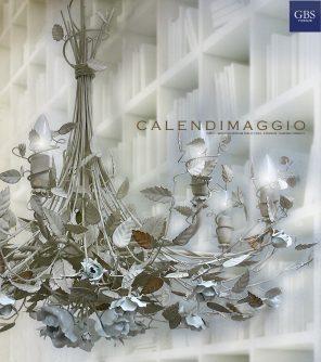 Lampadario Calendimaggio Selvatica. Rose bianche. Ferro battuto.