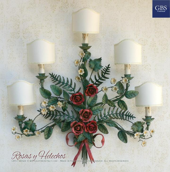 Rosas y Helechos. Lámpara de pared, 5 luces. Hierro forjado, pintado a mano. Colección country-chic florentino.