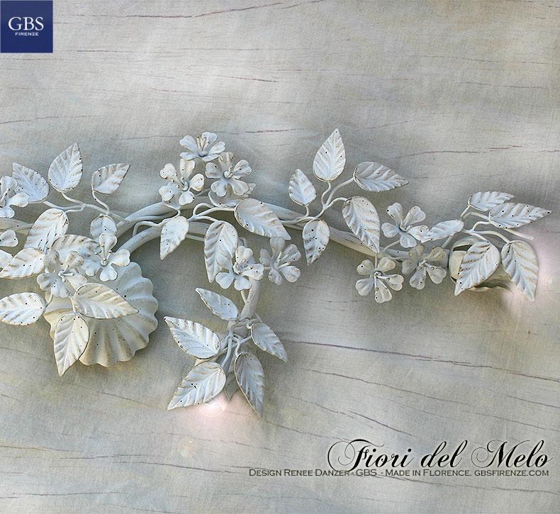 Dettaglio della plafoniera applique con tre faretti. Colore bianco. Camera Romantica. Collezione Country Romantico di GBS. Made in Florence