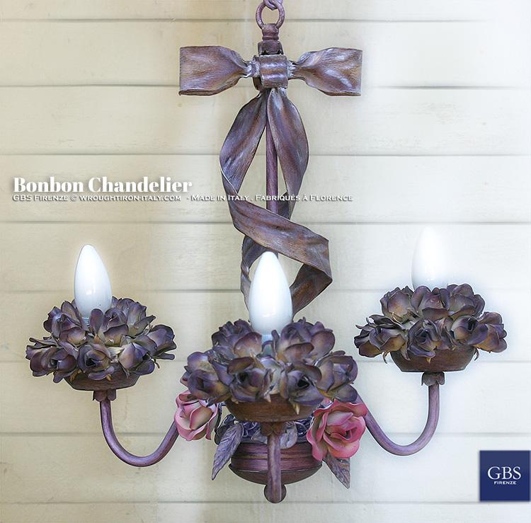 Bonbon Chandelier. With Roses. Lampadario Bonbon, versione a tre luci.