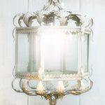 Lanterna Foglie d'Acanto. Ferro battuto e decorato a mano. Versione larga, altezza cm.65. In tempera, colore bianco. Collezione Barocca